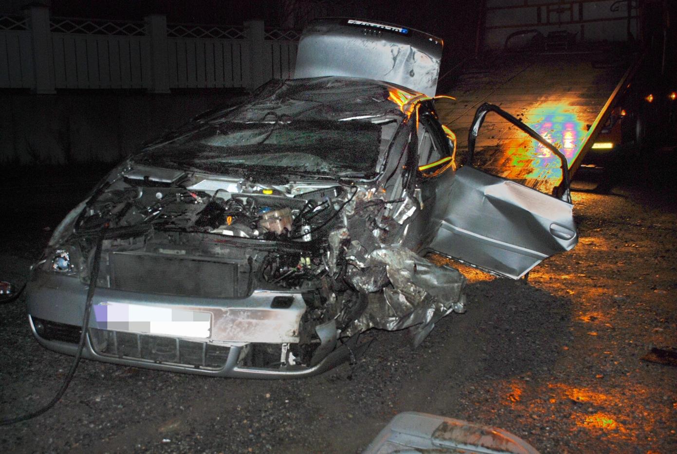 Tva ungdomar omkom vid trafikolycka