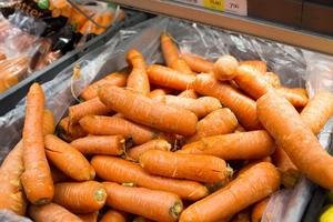 72 kilo mat per person och år slängs i Sverige. Det är 25 kilo mer än vad som egentligen hade behövts enligt Naturvårdverkets nya siffror.
