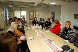 Åtta intresserade kom till rekryteringskvällen på polisstationen  i Sveg. Foto: Carin Selldén