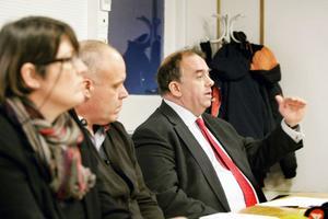 Från presskonferensen om förskingringen: Carina Blank, Peter Peter Bergström och konsulten Erik Skoglund.