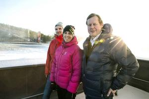 Lugnet före mediestormen. Henrik Wilsson, Sara Tigerström Monfelt och Jakob Bjurström blickar ut över Lugnet-anläggningen i Falun, där SVT ska göra en rekordstor tv-produktion.