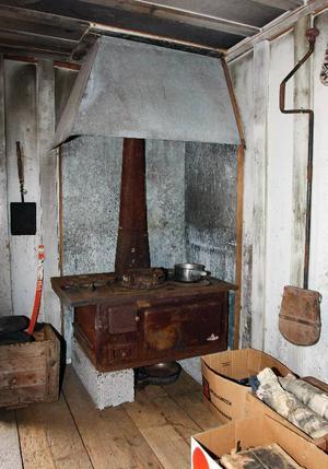 Spisen är den som Lars Theodor hade i stugan, men är ordentligt rengjord sedan dess.