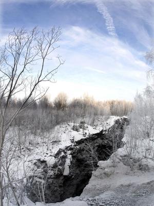 Malmkropparna i Dannemora når ibland ända upp i dagen. Här bröts järnmalm innan gruvan lades ner 1992.