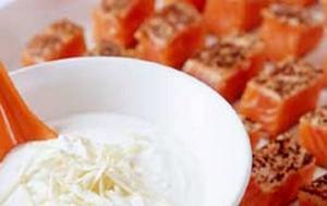 Serveras kall i vackra kuber med en kaxig pepparrotssås. Fräscht och lite japanskt!