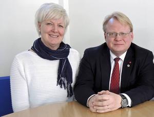 Länsordförande Peter Hultqvist (S) hade haft mycket svårt att lansera Ingalill Persson (S) som partiets främsta landstingspolitiker i valet 2018, men i och med hennes avgång som landstingsråd slipper han det problemet.