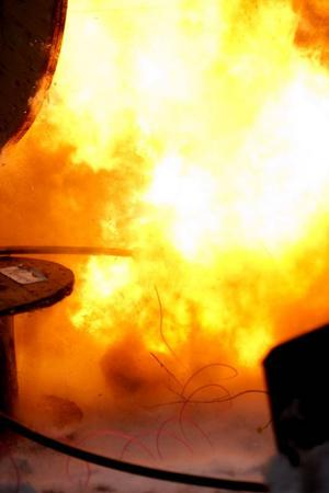 Ett eldklot bildas vid de explosioner som hörs i Torvallaområdet i dagarna.Foto: Lars-Eje Lyrefelt
