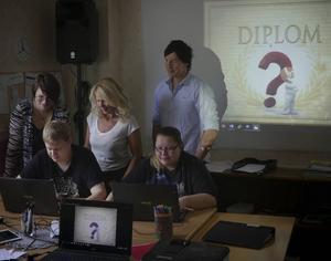 På bilden: Sanna Crona, Daniel Watter, Malin Sahlin, Anna-Clara Östling, Andreas Lidberg.   Foto: Glädjeverket