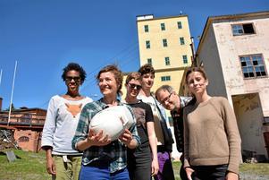 Använt och förändrat. Karyn Olivier, Sigrid Sandström, Lisa Gideonsson, Gustaf Londré, Carl Johan Eriksson och Dani Frid Rossi har med en konstnärlig utgångspunkt studerat förändringar i samhällen på grund av globala förändringar.