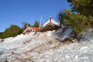 Morgan Perssons altan blev helt förstörd när isen trycktes upp på land.