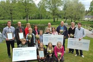 PRISTAGARE. Det här är årets vinnare av Hållbarhetspriset i Älvkarleby kommun. Det är första gången som Bionär delar ut priset. Totalt 100 000 kronor fick pristagarna dela på.