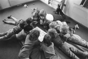 Sagostund på förskola under 1970-talet. Pressbild.