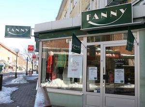 Fanny-butiken i Söderhamn har gått med vinst men drogs ändå med i konkursen när klädkedjan gick omkull. Som om mattan dragits undan fötterna på en, säger en anställd i butiken.