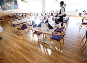 Restaurang Ecole har aldrig fått servera vare sig skolchefen Jonatan Block eller tillförordnade gymnasiechefen Torbjörn Fernkvist.