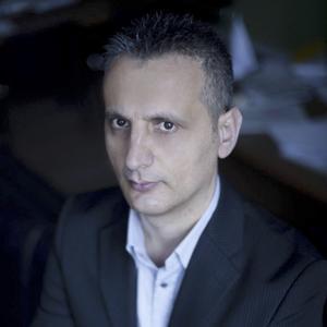Arben Vata är flykting från Albanien. Nu är han ny krönikör på vlt.se.