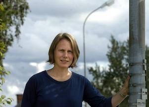 Pernilla Cederlöf ska jobba deltid åt Y-renhållare, vilket gör att hon frikopplas från sitt kommunala uppdrag som ansvarig för gator, parker och torg.