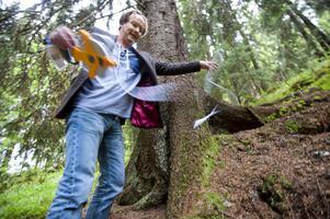Läsare tipsade om en ännu större gran än den i Engelska parken i Sjjärnsund. DT ryckte ut och mätte