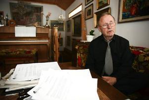– Jag vill ha svar på om landstinget är berett att jobba för att aktiv dödshjälp blir infört i Sverige, på samma sätt som det är i dag i Schweiz och Holland. Varför ska vi ha en annan moral än övriga Europa? säger Åke Durre.