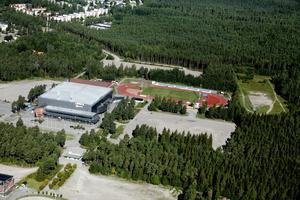 Flygbild tagen 2013. Nästa år kommer det att se helt annorlunda ut med både fotbollsarenan och inomhushallen bredvid Läkerol Arena och Gunder Hägg Stadion.