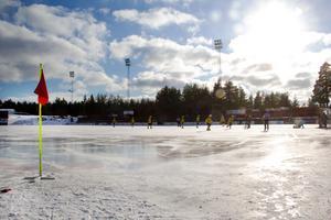 Det var en fin bandydag som fick vara kuliss till den sista utomhusmatchen på Hällåsen.