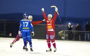 Stefan Nordén krutade in 5-4 på hörna, ett mål som räckte till en poäng i derbyt mot Selånger.