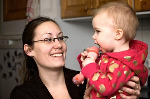 Emma Lindberg hoppas kunna få en plats vid Humlan från mars till dottern Elsa som är mjölkallergiker. Foto:Claes Söderberg