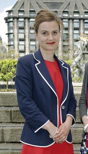 Parlamentsledamoten Jo Cox skulle ha fyllt 42 år dagen före folkomröstningen. Istället mördades hon i Leeds under tosdagen.