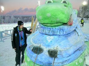 Martina Ferder har hållit i projektet med barnhörnan där en färgstark snöskulptur av Birger lyser upp på långt håll.