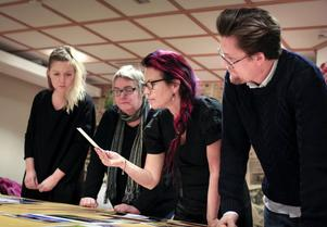 Juryn hade en lång överläggning innan Linda Mårtensson, Ljusdals-posten, Malin Pahlm, HT, Katarina Hansson, Ljusnan och Henrik Nyblad, Söderhamns-Kuriren lyckades enas om vilka tolv bilder som skulle belönas med priser.