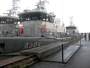 Stjärnor. Tre av marinens skolfartyg, Argo, Astrea och Antares, med Niklas Wiklund (infällda bilden) som divisionschef ¿gästade under natten till tisdagen Östra hamnen.Foto: HÅKAN SLAGBRAND