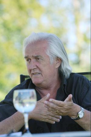 För 40 år sedan debuterade Henning Mankell med sin roman Bergsprängaren. Idag är han en av världens mest lästa författare.