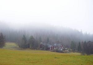 Ingen snö i sikte än för stora delar av landet, och kylan dröjer också.