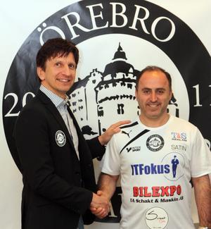 Så här såg det ut när Nuri Abrahamsson presenterades som ny tränare i Örebro FC. Men nu går han och klubben skilda vägar.