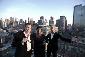 Trion har valt ut en lokal Sinatra-förmåga i varje stad som turnén besöker.