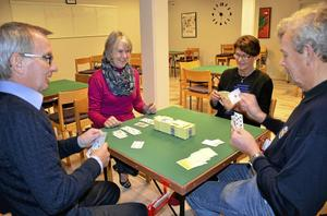 Bridge. Bridgeklubben Singelton i Askersund har i dag cirka 90 medlemmar, men vill bli fler. Foto: Tove Svensson