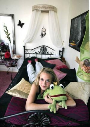 Alva är intresserad av inredning och drömmer om ett ljusare rum.