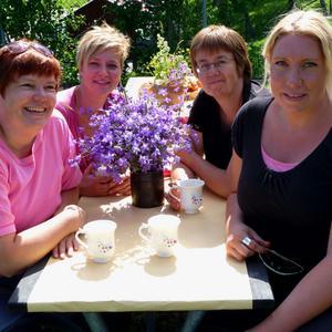 Trädgårdsmästarstudenterna har planterat perenner och örter som ska vara härdiga och långlivade. Här delar Linda Hellström, Cathrine Lindström Mårdh, Helena Kåks och Erika Engman med sig av sina bästa tips på fjärilsväxter.