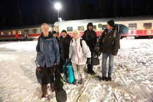 Barbro Bondesson, i mitten, tog med sig de närmaste och åkte tåg från Falkenberg till Vemdalen för att fira jul.– Jättesmidigt, sa hon när tåget byttes mot buss i Röjan.