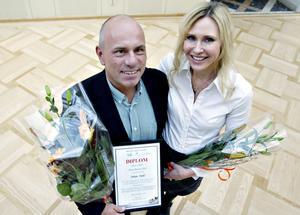Två lyckliga entreprenörer: Johan Dahl, årets företagarmentor i Gävleborg och hans adept Petra Rosengren, som driver Vendelakliniken.