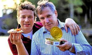 Ruben Madsen bjöd stjärnkocken Jamie Oliver på surströmming, som efter den första chocken över lukten tyckte att det var väldigt gott.