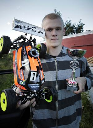 Patrik Stigenberg har kört två deltävlingar i Norrlandscupen, och vunnit bägge. Senast finalen, som kördes i Gumboda.