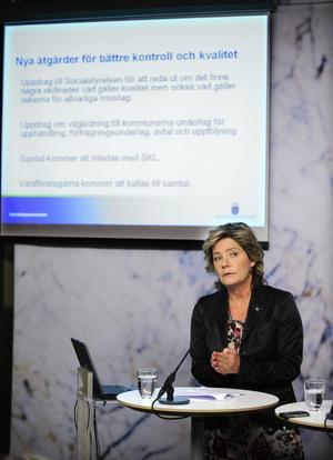 Pressad. Äldreminister Maria Larsson (KD) får kritik för att ha varit senfärdig med åtgärder mot privata riskkapitalbolag i äldrevården.foto: scanpix