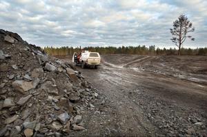 När ÖP besökte Peabs omdiskuterade tipp för jordmassor var uppstädat på avfall. Bara någon enstaka blå frigolitbit kunde skönjas bland jordmassorna
