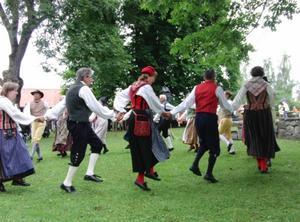 Salaortens Folkdansgille visade sina danser.