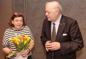 Årets stipendiat Christina Falkengård tillsammans med ordförande Thor-Lennart Loo. Foto: Kenth Wångklev