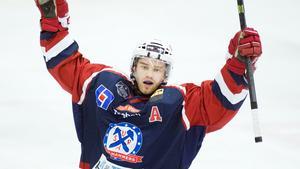 Petter Mattsson har varit en pålitlig poängplockare i mindre division 1-klubbar. Tar han ytterligare ett kliv i karriären under sin debutsäsong i VIK Hockeys A-lag?