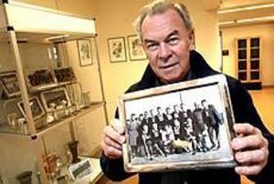 Foto: NICK BLACKMON Känd profil. Som gymnastiklärare har Sven Karlsson sett massor av elever passera revy på Hammargymnasiet genom åren. Två av de mest kända: Lars