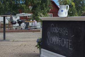 Genbergs Sommarcafé bjöd in till Melodikrysslösning och frukost – och gästerna kom.