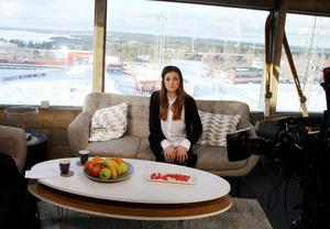 Johanna Ojala i SVT:s Vinterstudio i samband med världscupen längd i Östersund 2015. Nu är hon en av huvudpersonerna bakom Nordiska ungdomsspelen, ett mini-OS för ungdomar som avgörs i Östersund och Frösön i vinter.
