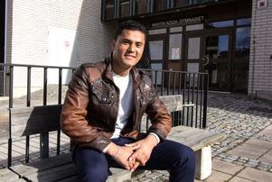 Habib Sharifi går på Martin Koch-gymnasiet i Hedemora och hoppas att han kan gå klart de utbildningar han börjat och få betyg. På lång sikt skulle han vilja plugga till läkare.