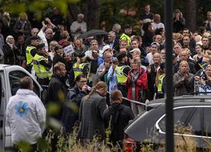 Att få demonstrera är en självklar rätt i ett demokratisk Samhälle, skriver Bertil Andersson, som ser stora faror i de högljudda motdemonstrationer som gör att vissa partier fråntas rätten att hålla sina manifestationer.